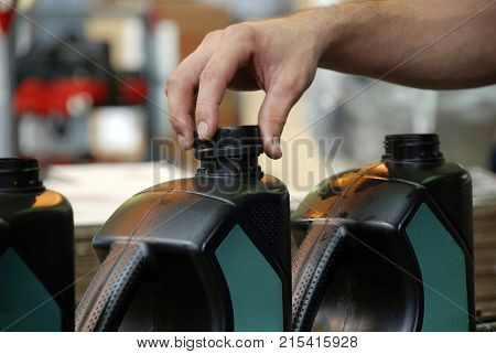 Packaging industry for lubricating oil
