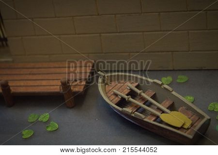 The model of a wooden boat with oars