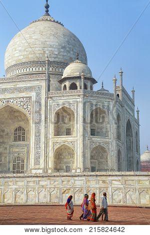 Agra, India-november 9: Unidentified People Walk Around Taj Mahal On November 9, 2014 In Agra, India