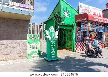 LOS ANGELES USA - AUGUST 22 2017: Medical marijuana evaluation office in Venice Beach. Editorial.