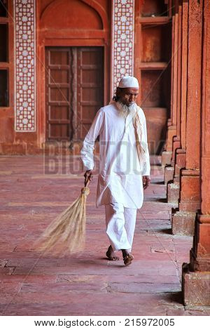 Fatehpur Sikri, India-november 9: Unidentified Man Sweeps In The Courtyard Of Jama Masjid On Novembe