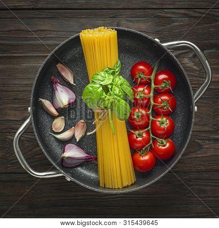 Flat Lay, Pasta Dish, Fettuccine, Flour Salt, Cooking Ingredients, Meat Pasta, Egg Flour, Spaghetti