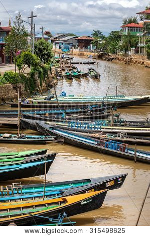 Canton De Nyaungshwe, Shan / Myanmar. July 31, 2019: Inle Boat Station In Inle Nyaung Shwe Canal. A