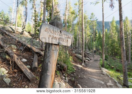 Sign Saying Shortcutting Prohibbited In Front Of The Trail