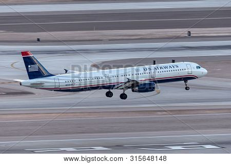 Las Vegas, Nevada, Usa - May 6, 2013: Us Airways Airbus A321 Airliner Taking Off From Mccarran Inter