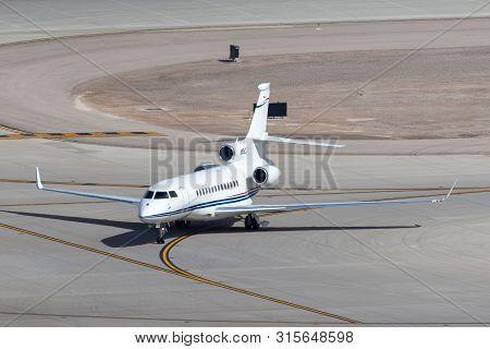 Las Vegas, Nevada, Usa - May 6, 2013: Dassault Falcon 7x Luxury Business Jet N55lc At Mccarran Inter