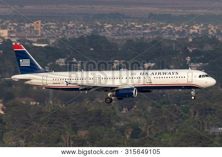 Las Vegas, Nevada, Usa - May 5, 2013: Us Airways Airbus A321 Airliner On Approach To Land At Mccarra