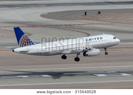 Las Vegas, Nevada, Usa - May 5, 2013: United Airlines Airbus A320 Airliner On Approach To Land At Mc