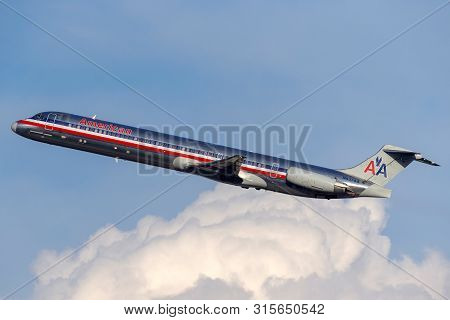 Las Vegas, Nevada, Usa - May 8, 2013: American Airlines Mcdonnell Douglas Md-83 Aircraft Taking Off