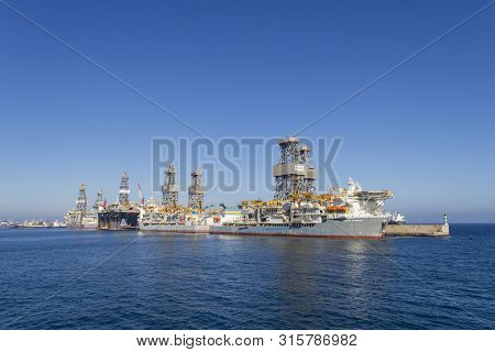 Las Palmas De Gran Canaria, Spain - December 9, 2018: Drillships In The Port Of Las Palmas De Gran C