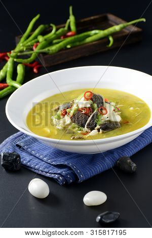 Stewed White And Black Beef In Golden Soup