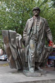 Seattle, Wa - Jun 14: Statue Of Vladimir Lenin In The Fremont Neighborhood Of Seattle, Washington, A