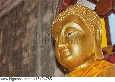 Phayao, Thailand - Dec 20, 2020: Headshot Front Left Gold Buddha Statue In Chinese Temple At Wat Ana