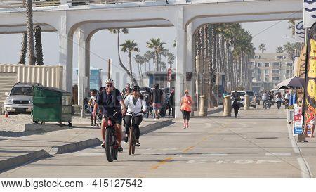 Oceanside, California Usa - 8 Feb 2020: People Walking, Waterfront Promenade, Beachfront Boardwalk N