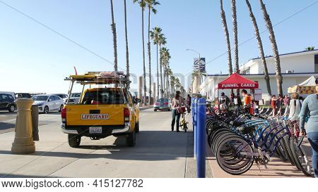 Oceanside, California Usa -16 Feb 2020: People Walking Strolling, Waterfront Sea Promenade, Beachfro