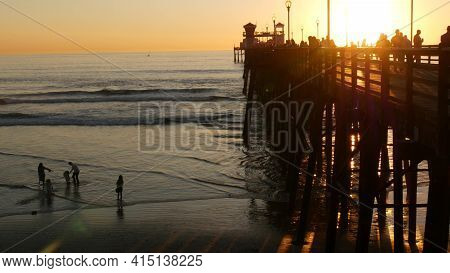 Oceanside, California Usa - 17 Nov. 2019: Wooden Pier And People Walking. Tourists Strolling In Wate
