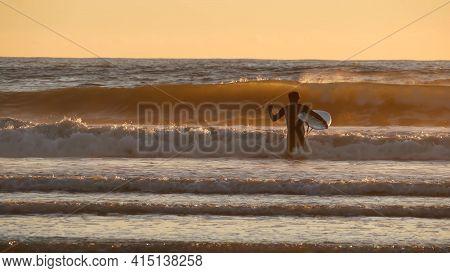 Oceanside, California Usa - 27 Dec 2019: Surfer Silhouette, Pacific Ocean Beach In Evening, Water Wa