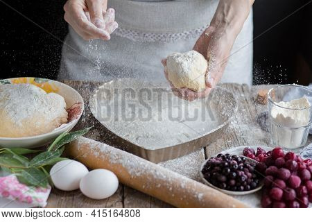 The Flour Scatters On The Hands Into A Baking Dish.we Bake The Cake In A Flour Form. The Flour Scatt