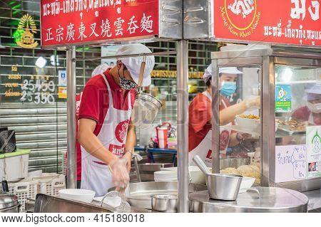 Bangkok/thailand-18 June 2020:unacquainted Chef Cooking In Yaowarat China Town At Bangkok City Thail