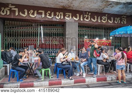 Bangkok/thailand - 18 June 2020 : Unacquainted Thai People Or Tourist Under Covid 19 Situation Bangk