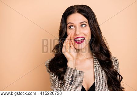 Photo Portrait Of Woman Telling Secret Holding Hand Near Mouth Looking At Blank Space Isolated On Pa