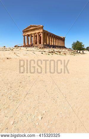 Temple Of Concordia, Or Tempio Della Concordia In Italian Language. Ancient Greek Architecture. Vall