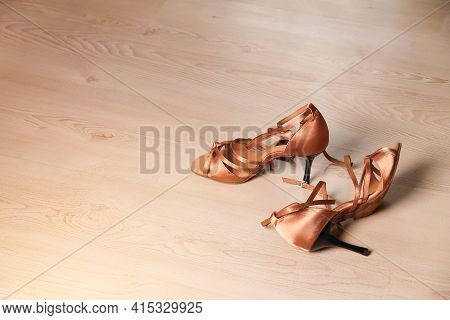 Women's Shoes For Latin Dance And Tango On The Dance Floor. Dance Lessons.