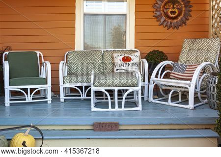 Clifton, Va, Usa 11-14-2020: An Outdoor Seating Arrangement On The Wooden Porch Of A Historic Coloni