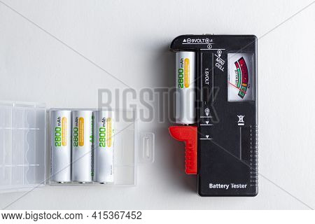 A Black Plastic Battery Tester With A Clamp On The Side That Different Types Of Batteries Can Be Ins
