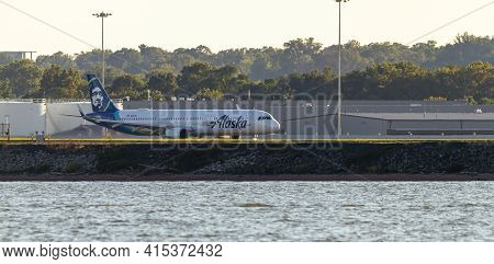 Washington Dc, Usa 10/03/2020: An Airbus A321 Airplane Operated By Alaska Airlines Is Speeding Up On