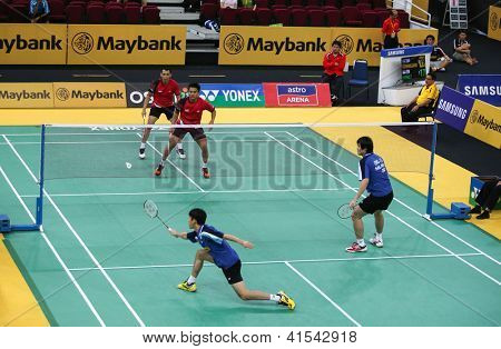 KUALA LUMPUR - JANUARY 15: Indonesia's (red) Septano/Wirawan play against Malaysia's Chan/Ong at the Maybank Malaysia Open 2013 Badminton event on January 15, 2013 in Kuala Lumpur, Malaysia.