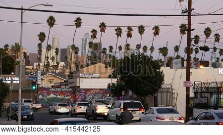 Los Angeles, California, Usa - 30 Oct 2019: Urban Skyline And Palms. La City Night Aesthetic, Graffi