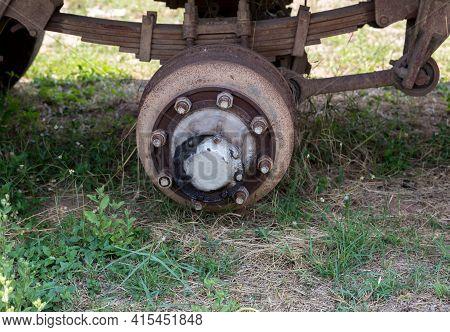 Maintenance A Truck Wheels Hub And Bearing. Dirty Heavy Truck Drum Brakes Maintenance, Old Used Brak