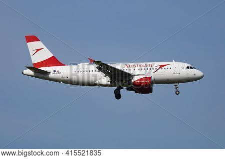 Vienna, Austria - May 20, 2018: Austrian Airlines Airbus A319 Oe-ldc Passenger Plane Arrival And Lan