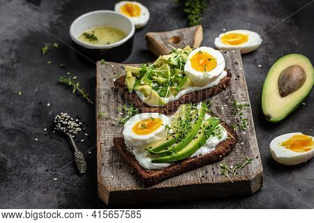 Sandwich With Avocado And Egg. Wholemeal Bread Toast Sliced Avocado And Egg For Healthy Breakfast Or