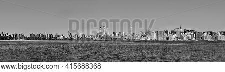 New York, Usa - October 23, 2015: Skyline Of New York Seen From River Hudson