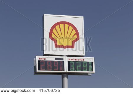 Delphi - Circa April 2021: Shell Gas Station. Royal Dutch Shell Plc Is Based In The Hague, Netherlan