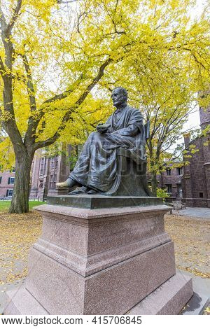 New Haven, Usa - October 28, 2015: Theodore Dwight Woolsey Statue And Phelps Hall On Campus Of Yale