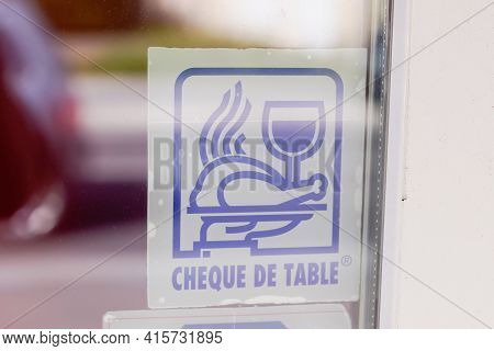 Bordeaux , Aquitaine France - 03 29 2021 : Cheque De Table Logo Brand And Text Sign On Door Windows