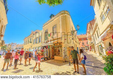 Cascais, Portugal - August 6, 2017: Tourists Walking Through The Historic Center Of Cascais By Shopp