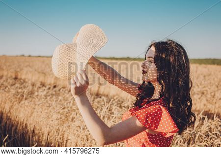 Sun Protection, Sunscreen , Uv Protection, Time Outside And Stay Sun-safe. Young Woman With Straw Ha