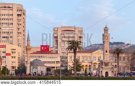 Izmir, Turkey - February 5, 2015: Konak Square View With People Walking Near The Historical Clock To