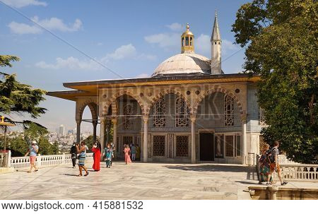 Istanbul, Turkey - 09 07 2020: Tourists On The Terrace In Front Of Baghdad Kiosk Part Of The Topkapi