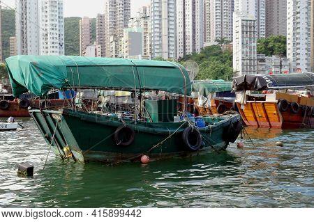 Hong Kong - 22 JUNE 2006: Sampans on Aberdeeng Bay, Hong Kong, China