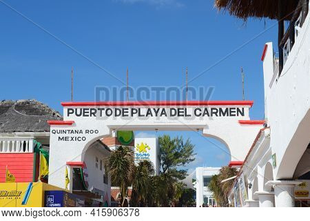 PLAYA DEL CARMEN, MEXICO - DEC 24, 2012: Sign welcoming visitors to the Port of Playa del Carmen on the Yucatan Peninsula of Mexico.