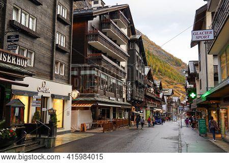 Zermatt, Switzerland-october 21, 2019:the Wood Old Building On Zermatt Bahnhofstrasse Street In Autu