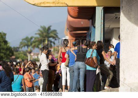 Merida, Venezuela - April 29: Group Of People Waiting In Line At A Public Supermarket Doors In Merid