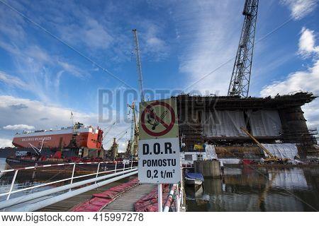Gdansk, Poland - September 19: Docking Oil Rig At The Gdansk Shipyard Under Construction With A Clea