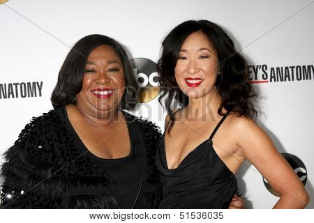 LOS ANGELES - SEP 28:  Shonda Rhimes, Sandra Oh at the Grey's Anatomy 200th Show Party at The Colony on September 28, 2013 in Los Angeles, CA