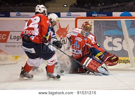 Michal Dvorak scoring. In goal post Tomas Halasz, defends Radoslav Tybor.